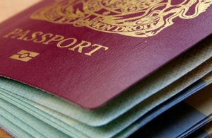 s300_Closeup_photo_of_a_British_passport - gov.uk (2)